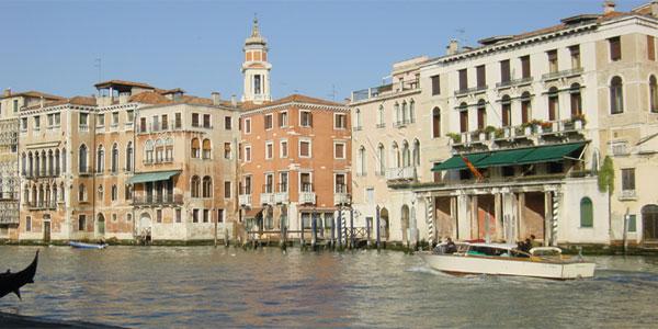 Venise - le grand canal devant le restaurant la Naranzaria