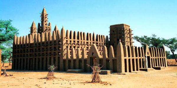 Mali la grande mosquée de Kani Kombolé en pays Dogon