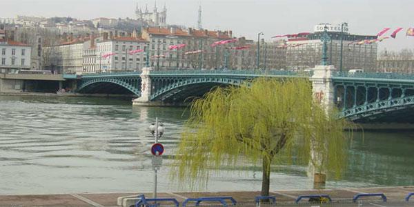 Le Rhône dans la traversée de Lyon - Pont de la Guillotière