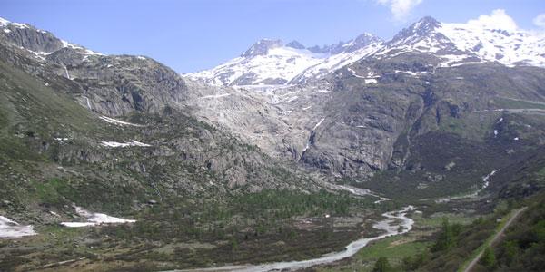 Le Rhône à sa sortie du glacier dans le massif du Saint Gothard