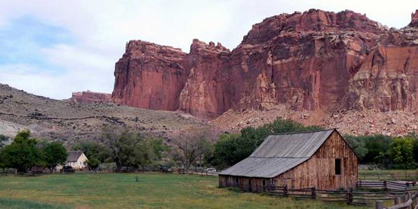 La barrière rocheuse de Torrey à proximité du Lodge