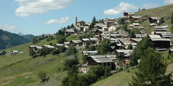 Le village de Saint Veran par le GR58