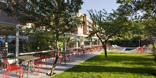 Bastelica - Corse du Sud - hotel Artemisia - terrasse et bassin de nage