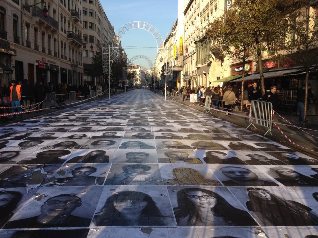 JR Inside Out Project Lyon - La marche des Beurs avec Charlotte Le Bon le 2 décembre 2013