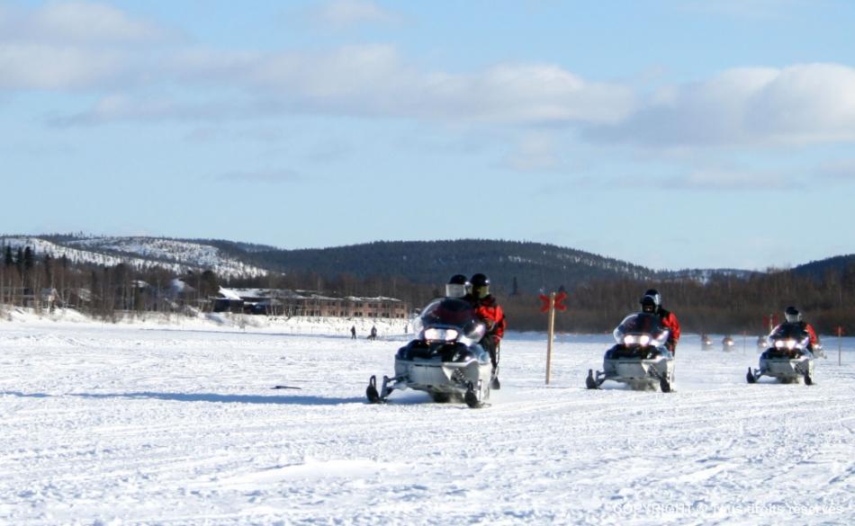 Evasion et découverte en Laponie – Circuit Motoneige
