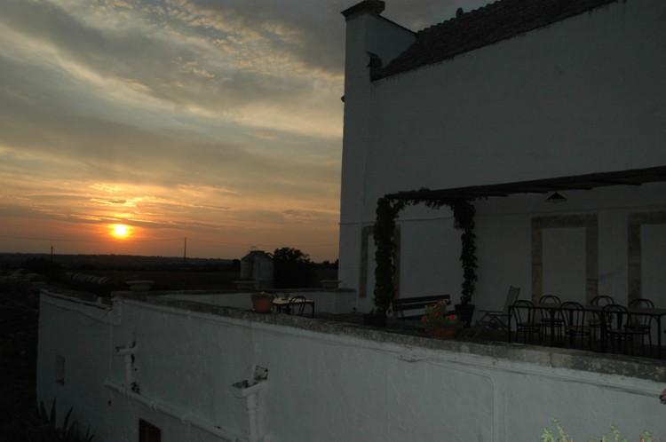 Les Pouilles Noci - La Masseria Murgia Albanese - coucher de soleil sur la terrasse