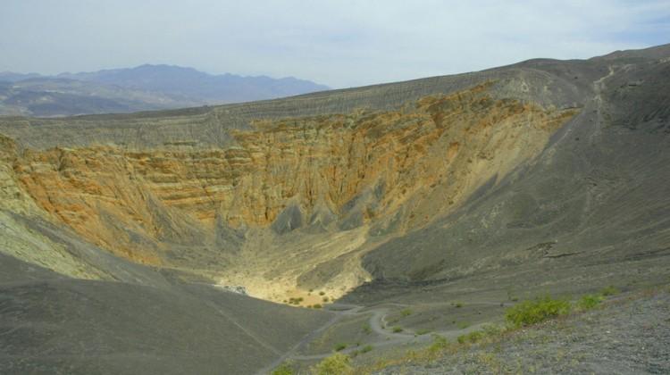 Le cratère Ubehebe dans la vallée de la mort