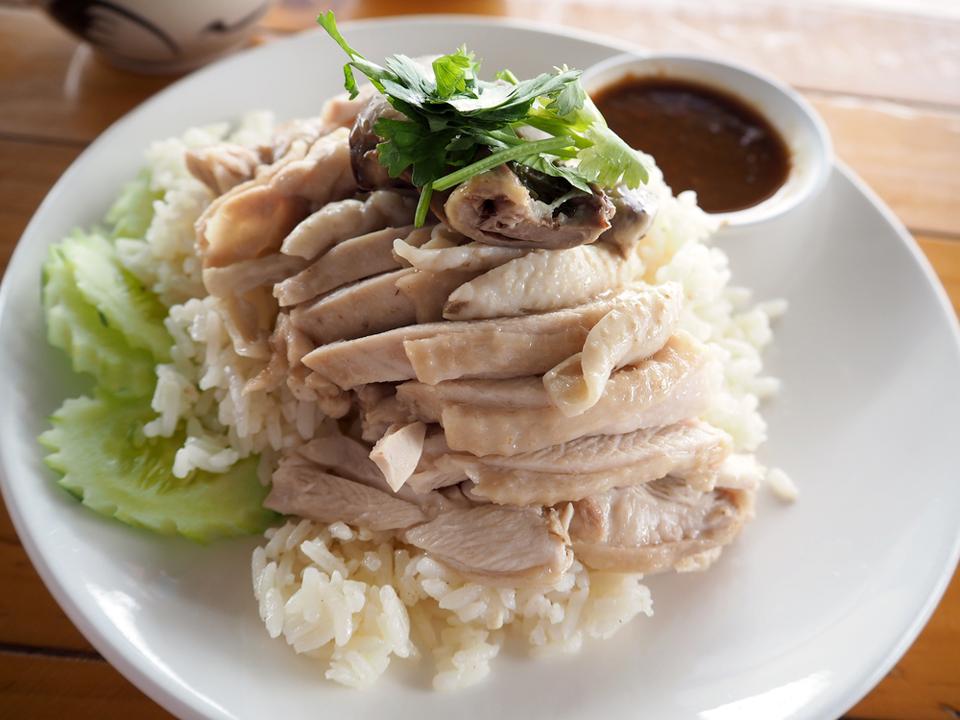 Gourmandises Thailande - les plats emblématiques : le Khao Man Gai