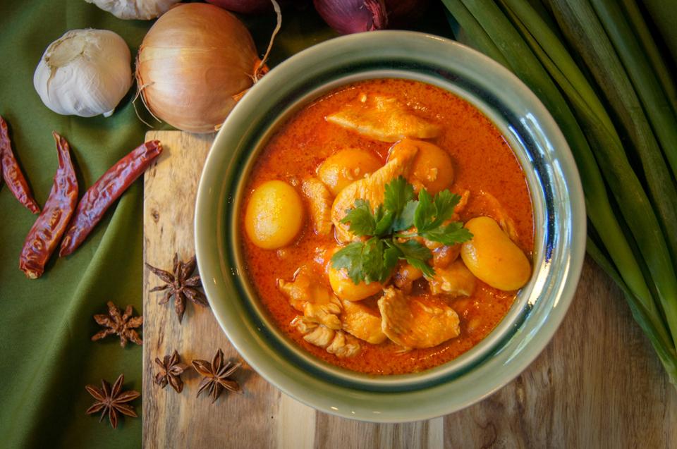 Gourmandises Thailande - les plats emblématiques : le Massaman Curry