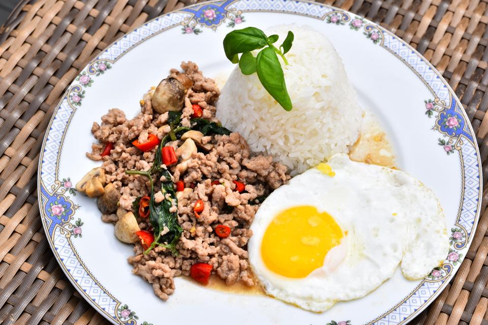 Gourmandises Thailande - les plats emblématiques : le Pad Krapow