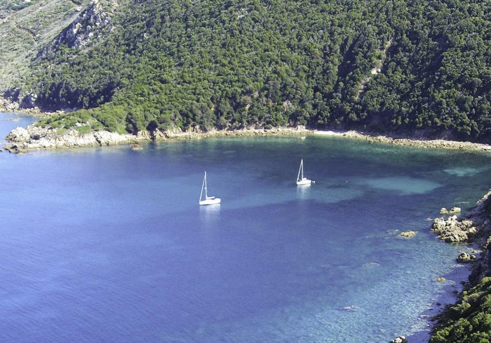Les croisières de Jean - Corse du Sud : Cala di Cacalu @https://www.yachter.fr/