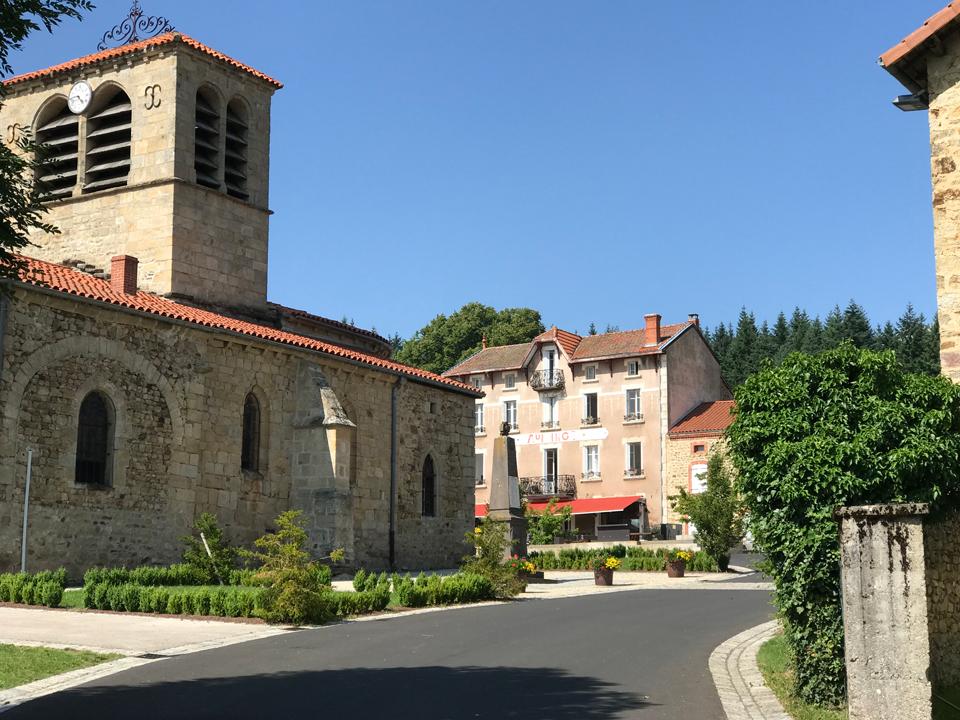 L'auberge de Chassignoles et l'église romane